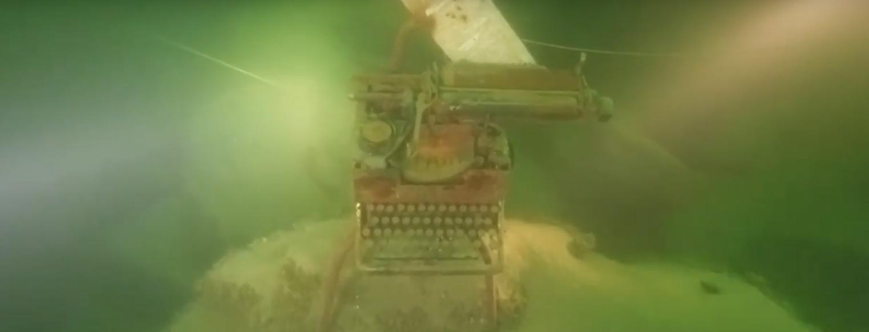 Мотоцикл, печатная машинка и кабина грузовика: известный запорожский дайвер показал жизнь подводного мира Днепра – ФОТО, ВИДЕО