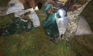 На лимане в Запорожской области задержали браконьеров, которые незаконно вылавливали рыбу и креветок - ФОТО