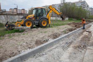Новая плитка, освещение и газон: в Запорожье продолжается масштабная реконструкция дороги в Александровском районе - ФОТО