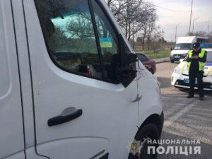 В Запорожье на Хортице микроавтобус сбил подростка – ФОТО