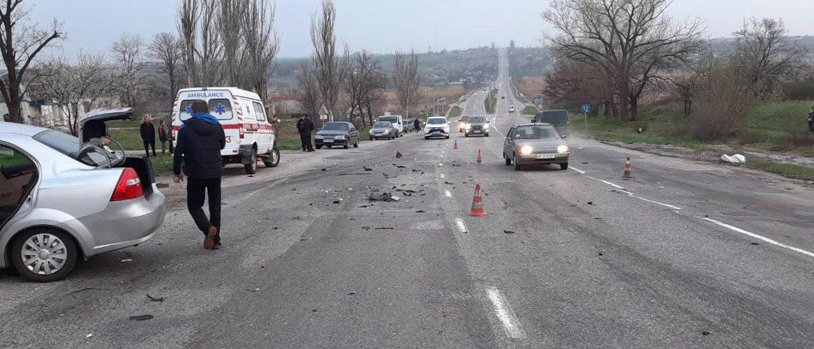 В Запорожской области на трассе «Харьков-Симферополь» в результате ДТП погиб мотоциклист – ФОТО