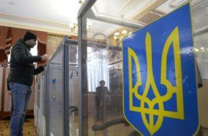 В Запорожской области избиратель заявил, что потерял бюллетень в кабинке для голосования - ВИДЕО