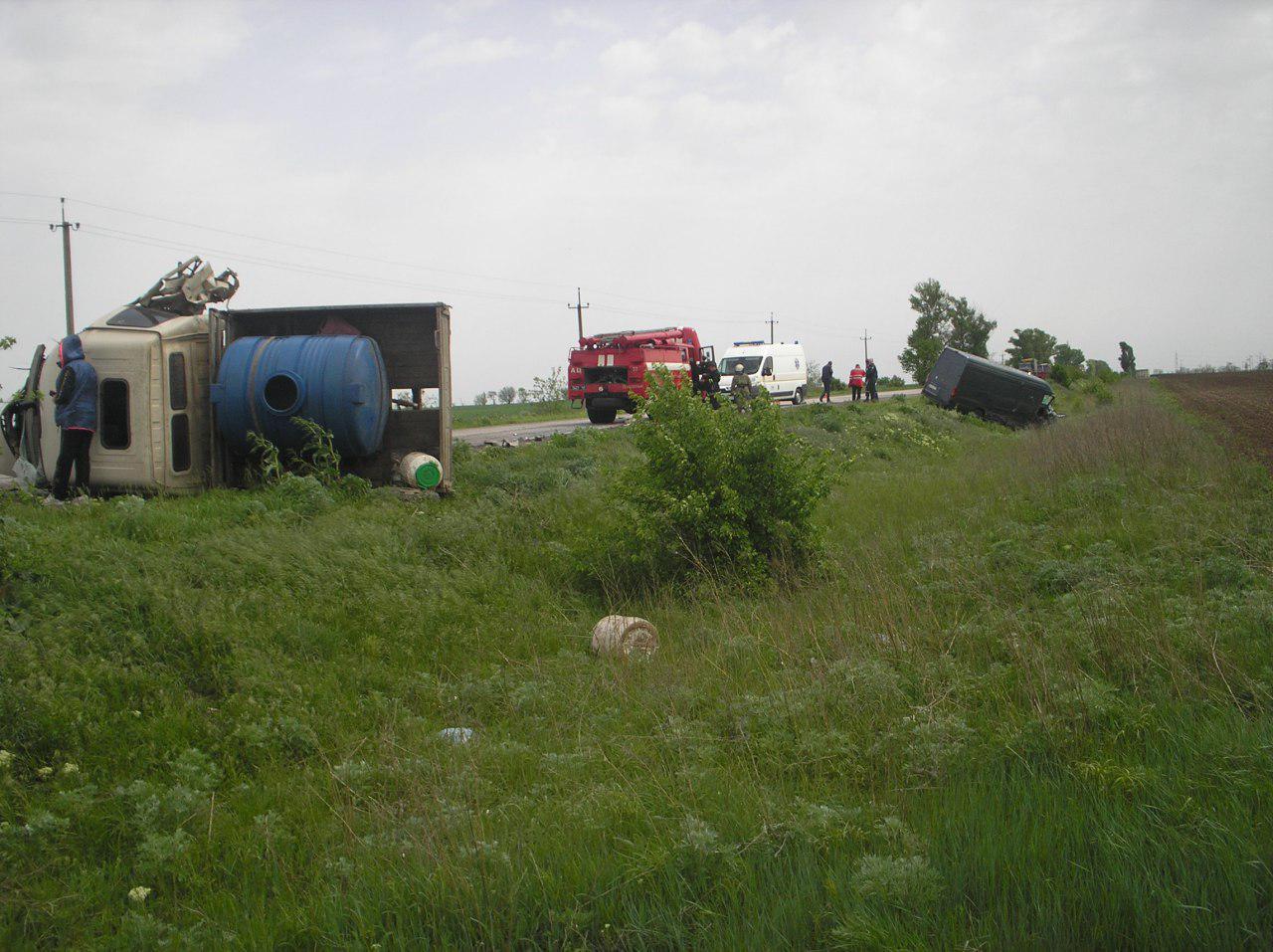 В Запорожской области столкнулись микроавтобус и