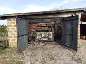 В Запорожской области ночью сгорел гараж с авто