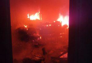 В Запорожской области спасатели почти пять часов тушили пожар - ФОТО