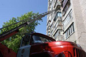 В Запорожье на Бабурке произошел пожар в многоэтажке: есть погибший - ФОТО