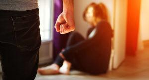 В Запорожской области полицейские запретили сыну, избившему мать, сутки с ней общаться