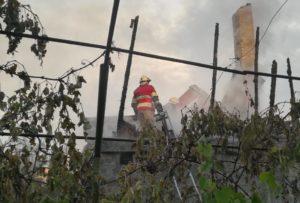 В Запорожском районе горел дачный дом и хозпостройки - ФОТО