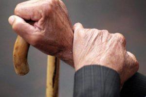 Под Запорожьем бандиты в масках вломились в дом к пенсионеру и ограбили его