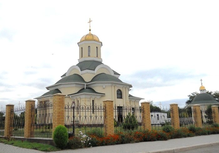 В Запорожье продлили содержание под стражей для троих подозреваемых в поджоге храма