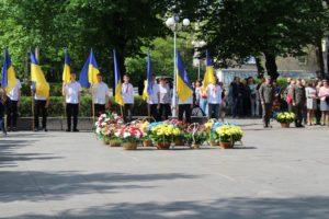 В Запорожье у мемориала «Скорбящая мать» прошел митинг ко Дню победы - ФОТО