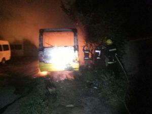 В Запорожской области на стоянке дотла сгорел автобус - ФОТО