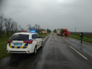 На запорожской трассе фура врезалась в грузовик: есть пострадавшие - ФОТО, ВИДЕО