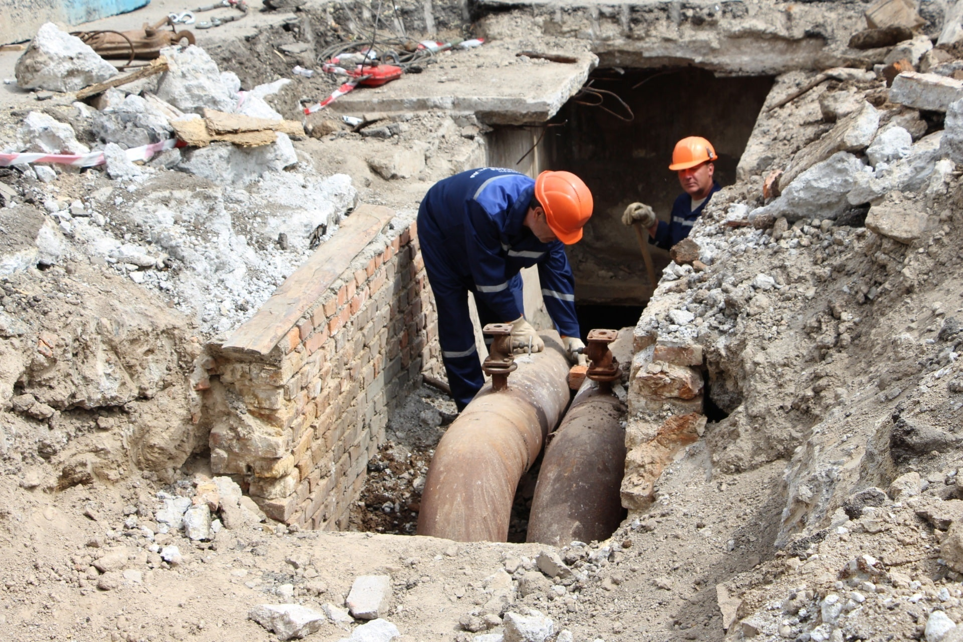 В Запорожье на проспекте Маяковского проводят замену трубопровода - ФОТО