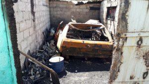 В Запорожской области горел гараж с авто внутри  - ФОТО