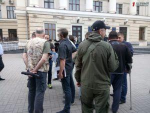 В Запорожье несколько десятков АТОшников вышли на митинг и требуют выделить им обещанную землю - ФОТО
