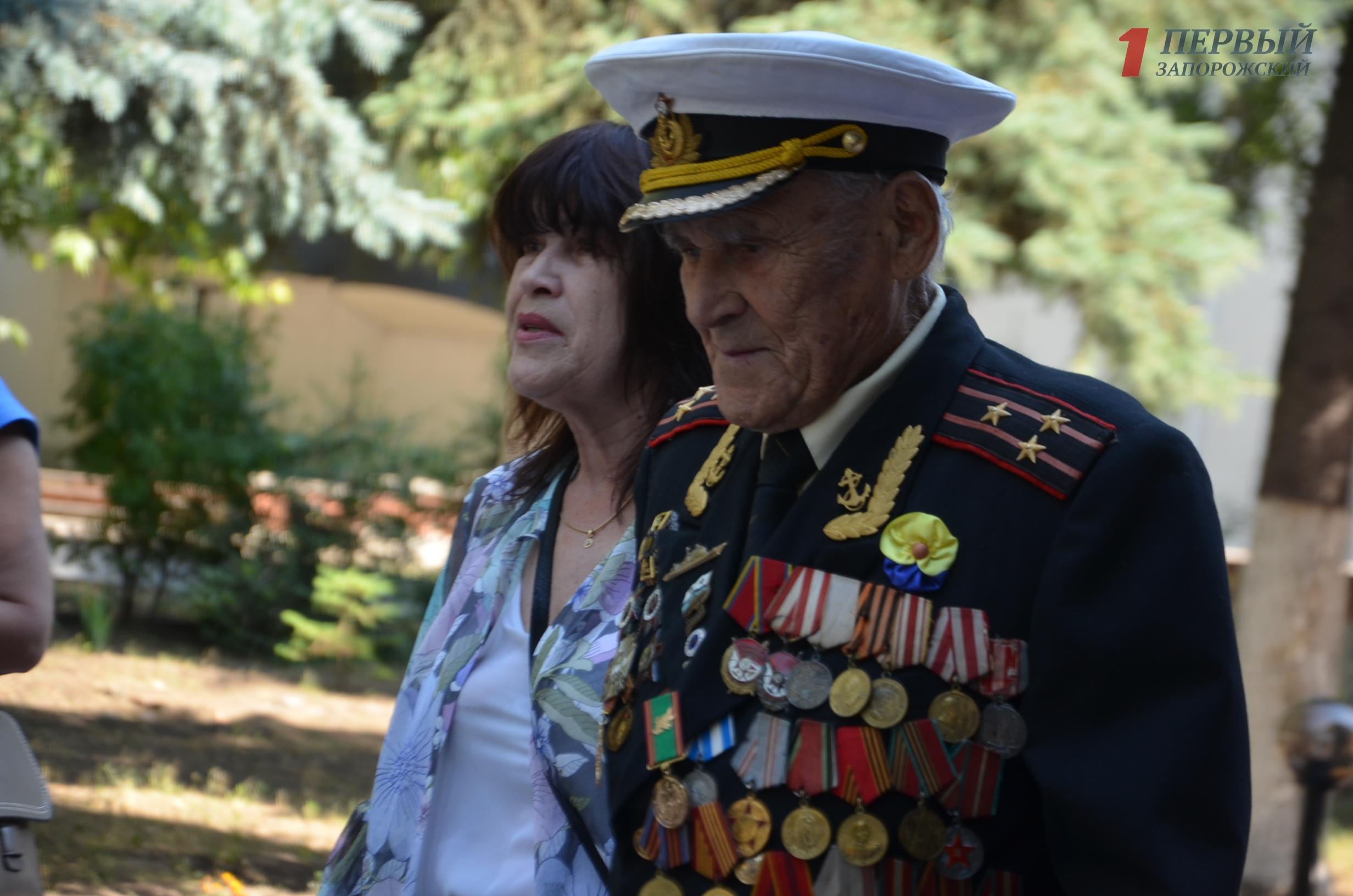 В Запорожье прибыл Зеленский, чтобы поздравить легендарного ветерана Ивана Залужного - ВИДЕО