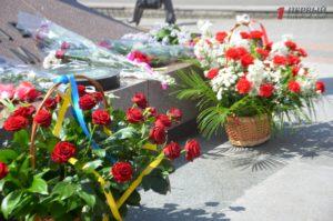 В Запорожье ко Дню памяти и примирения состоялся митинг у братского захоронения
