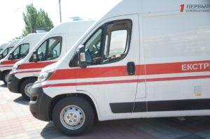 В Запорожье медикам торжественно передали шесть автомобилей скорой помощи – ФОТО