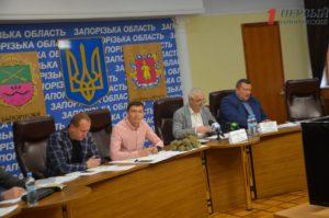 Крики, камни и эмоции: в Запорожье депутаты и чиновники обсудили проблемные стройки региона