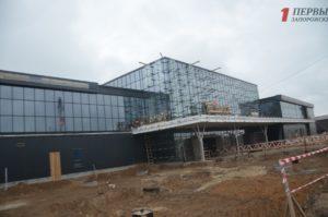 В Запорожье заканчивают застеклять новый пассажирский терминал в аэропорту - ФОТО