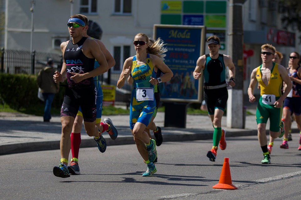 В Запорожье проходят масштабные соревнования по триатлону