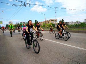 В Запорожье тысячи жителей города пересели на велосипед и преодолели маршрут Велодня - ФОТО