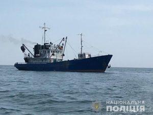 В Запорожской области задержали капитана судна, который решил ловить бычок на территории заповедного фонда - ФОТО