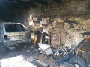 У жителя Запорожья ночью сгорели два автомобиля - ФОТО