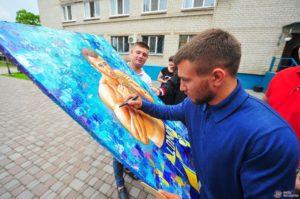 Известный боксер и чемпион мира посетил в Запорожье воспитанников интерната – ФОТО