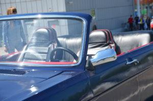 В Запорожье владельцы культового автомобиля «Волга» провели традиционный весенний слет - ФОТО
