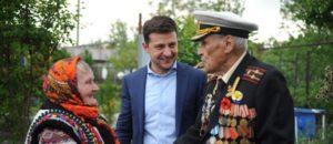 Зеленский встретился в Запорожье с ветераном Советской армии и связной УПА - ФОТО
