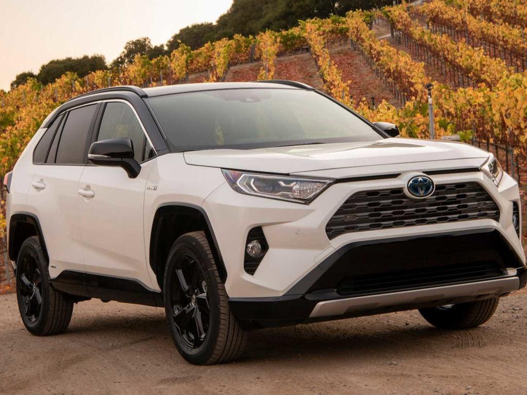Бердянский прокурор продала свой автомобиль Toyota за 740 тысяч гривен