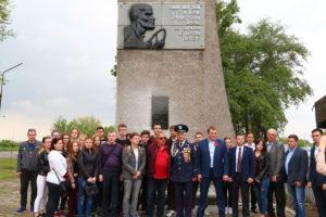 В Запорожье состоялся митинг у памятного знака воинов-автомобилистам - ФОТО