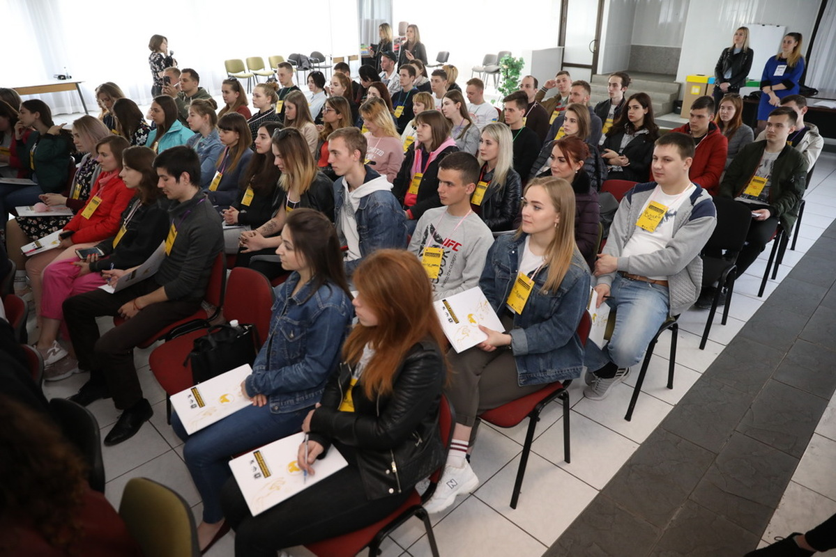 В Запорожье состоялся областной молодежный форум - ФОТО