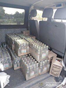 В Запорожской области на блокпосту у водителя обнаружили в салоне автомобиля 300 литров водки - ФОТО