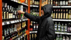 Житель Запорожья совершал серийные кражи алкоголя из супермаркетов