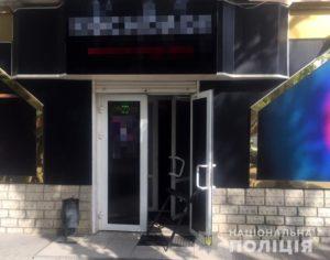 В Запорожской области мужчина взял в заложники администратора зала игровых автоматов и грозился ее сжечь - ФОТО