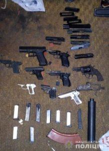 Житель Запорожья организовал в своей квартире нелегальную мастерскую по ремонту и переделке оружия - ФОТО