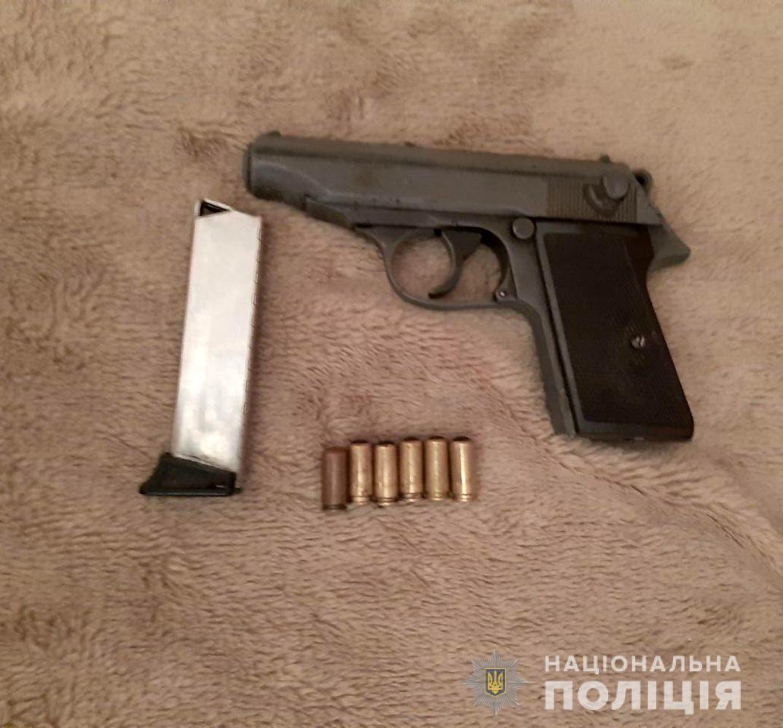 Житель Запорожской области нашел на обочине дороги ружье и решил оставить его себе - ФОТО