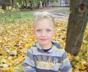 Пьяные полицейские подстрелили 5-летнего мальчика: запорожцев призывают принести игрушки и цветы под здание областной Нацполиции