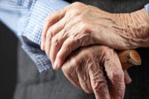 У Запоріжжі на вулиці пограбували 73-річного пенсіонера - ФОТО