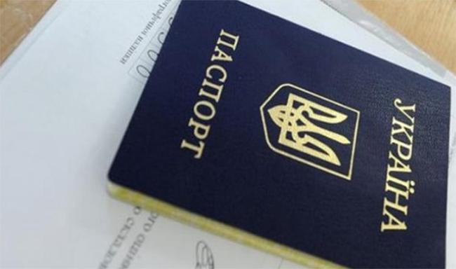 Мешканка Запоріжжя підробила чужий паспорт і «прокололася» перед поліцією