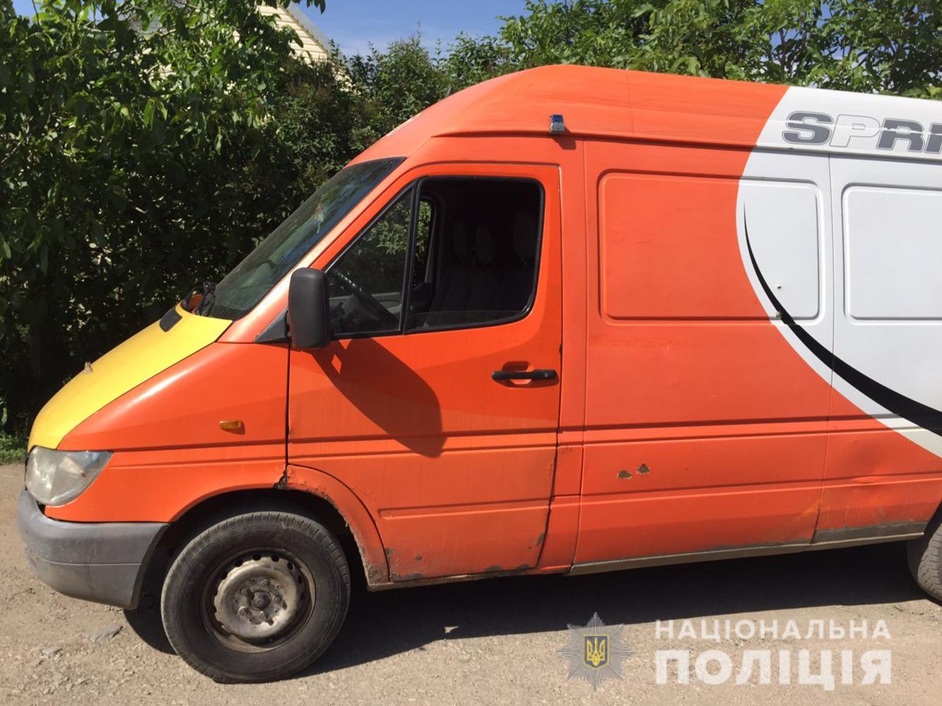 В Запорожской области вор украл из микроавтобуса сумку с деньгами - ФОТО