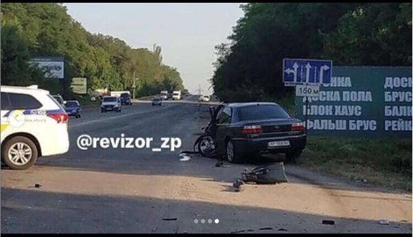 В Запорожье водитель «Москвича» выехал на встречку и спровоцировал тройное ДТП - ФОТО
