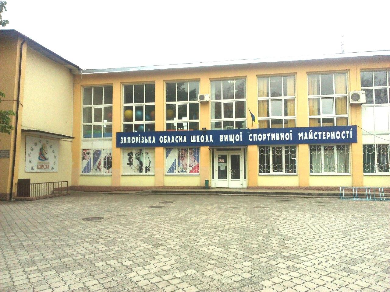 Запорожские депутаты наведались с ревизией на место стройки скандального бассейна в ШВСМ – ВИДЕО