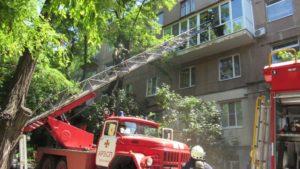 У центрі Запоріжжя гасили пожежу в п'ятиповерхівці - ФОТО