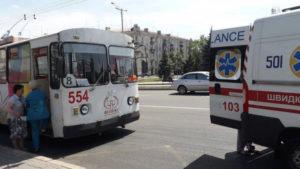 В Запорожье водитель троллейбуса потерял сознание за рулем – ФОТО