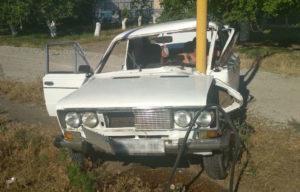 В Запорожской области легковушка врезалась в газовую опору: спасатели вытащили водителя из покореженного авто – ФОТО