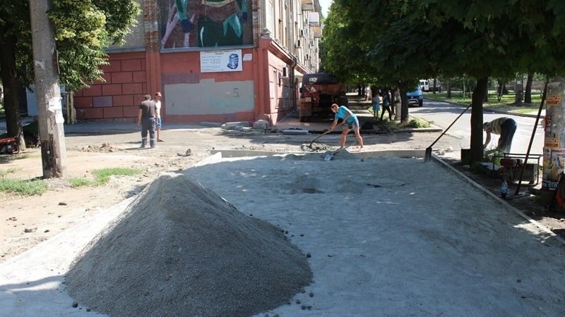 У Запоріжжі на ремонт тротуарів та внутрішньоквартальних доріг в Олександрівському районі витратять 8,5 мільйона гривень – ФОТО